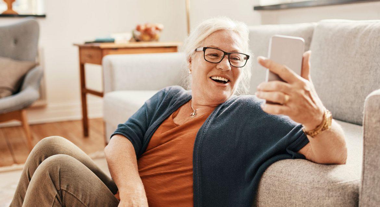 Hej pensionär!  Uträtta ärenden och håll kontakten med vänner och familj digitalt.